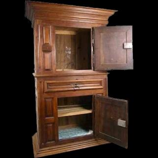 French Louis XIII Walnut Homme Debout Cupboard