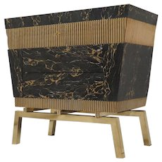 Commode Designed for the Store Hannauroma