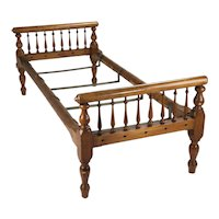 Colonial Style Turned Wood Day Bed