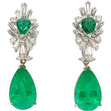 Fashionable Pair of Emerald Gemstone Diamond Gold Dangle Earrings