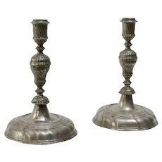 A pair of baroque pewter candlesticks, 18th century.
