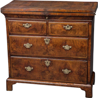 Exceptional George I Walnut Bachelor's Chest of Drawers