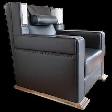 Eckart Muthesius 'Roter Sessel,' in a black leather execution!