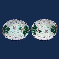 First Period Worcester Pair of Porcelain Leaf Serving Dishes, Circa 1758-60