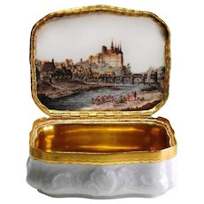 Gilt-metal mounted Porcelain Snuff Box with a topographic Landscape, Meissen 1740/45