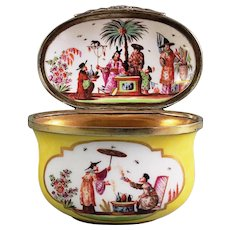 """A Meissen """"Chinoiserie"""" Yellow-Ground Oval Snuff Box, circa 1730"""