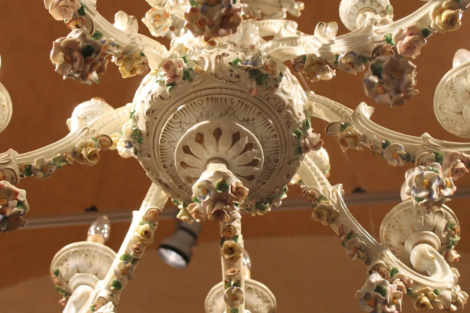 Capodimonte Porcelain 12 Lights Chandelier To Expand