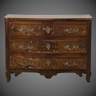 Louis XV Antique French Provençal Walnut Commode, Serpentine Façade circa 1750