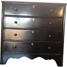Mid-19th Century English Chest of Drawers