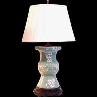 Chinese Celadon Pâte sur Pâte Ku Vase Lamp