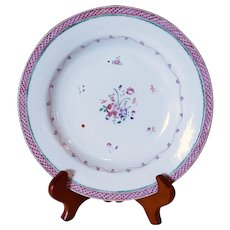 Chinese Export Famille Rose Dish with a Scale Pattern Rim