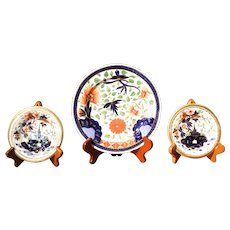 Trio of Coalport Plates Including a Diminutive Pair, Early 19th Century