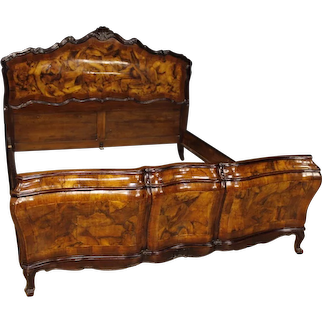 20th Century Venetian Double Bed In Walnut And Burl In Louis XV Style