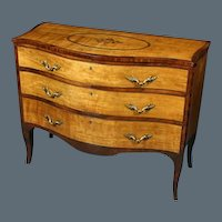 Late 18th Century Sheraton Period Satinwood Serpentine Commode/Chest of Drawers. Circa 1785. (c. 1785 England)