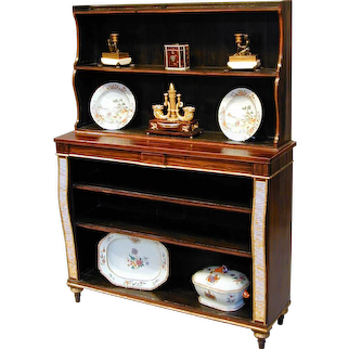 Regency calamander, painted and gilded open bookshelves. Circa 1810.