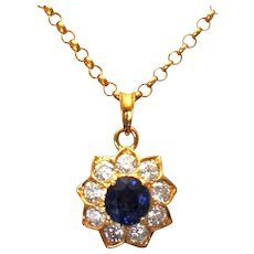 Ladies 18K Yellow Gold Diamond and Sapphire Pendant 2.50 Carats fantastic Chain