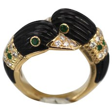 Van Cleef and Arpels Iconic Double Swan Ring 18K Yellow Gold Onyx Diamonds Emeralds Size 6 1/4