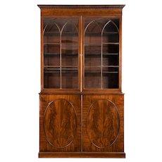 A tall George III mahogany bookcase (England, c. 1810)
