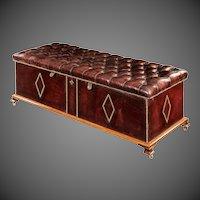 A Victorian Box Ottoman with Mahogany Frame (England, 1870)