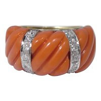 Chic Vintage 18k Gold Diamond And Coral Ring