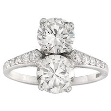 A Vertical Two Stones Round Brilliant-cut Diamond Ring