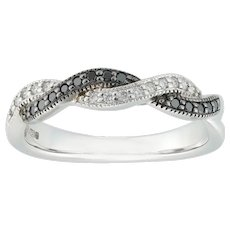A Twisted Double-row Black And White Diamond-set Ring
