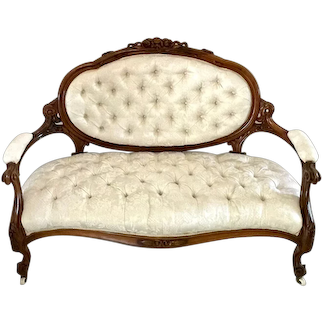 Fine Quality Victorian Carved Walnut Settee