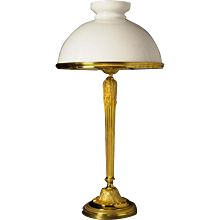 Gilded bronze lamp with opaline shade
