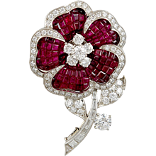 VAN CLEEF & ARPELS Diamond & Ruby Mystery Set Brooch