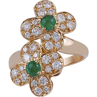 VAN CLEEF & ARPELS Diamond and Cabochon Emerald Ring