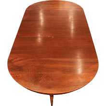 A very Fine Early 19'century French Oval Extending Walnut Dining- Table