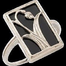 A Beautiful Art Nouveau Onyx Silver Ring