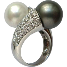 Lady's Ring with Pearls and Diamonds