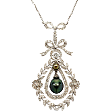Pearl and Diamond Gold Pendant with Chain