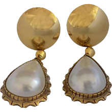 18kt Gold White Pearl Earrings
