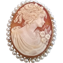 1950s 18k gold Cammeo with white pearls brooch and pendant