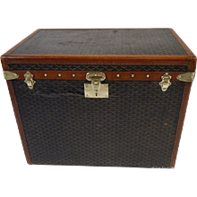 Goyard Woman  Big Hat Trunk