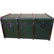 Green Courrier trunk  with key
