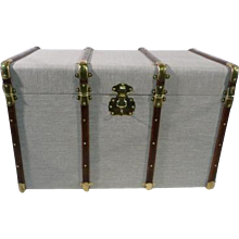 Courrier trunk  Canvas and brass  with key