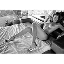 Antoine Verglas - Carre Otis on Bed