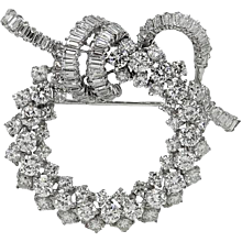White Gold Wreath Design Diamond Pin/Brooch