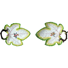 Chelsea Porcelain Pair of Trompe L'oeil Grape Leaf Dishes, Red Anchor Period