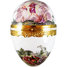 Gold-mounted Porcelain Snuff Box in the shape of an egg, Meissen ca. 1745 – 50