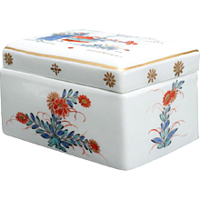 A big Meissen Toilette-box with Kakiemon Decor