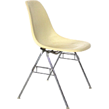 Dss-N Fiberglass Stacking Chair by Ray & Charles Eames 1950s