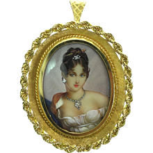 Gorgeous 1960s Hand Painted Portrait 18K Yellow Gold Pin Pendant