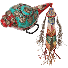 Thai Ceramic Ceremonial Conch Shell