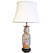 Rose Medallion Lamp With Gilt Salamanders And Foo Handles