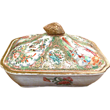 Chinese Export Rose Medallion Covered Vegetable Dish
