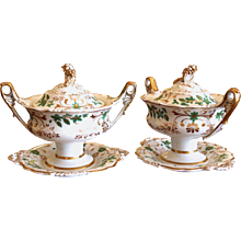 Pair of English Porcelain Covered Sauce Tureens, 19th Century